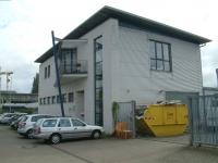 Rauhes Geschäft, passende Gegend - Sitz der Firma Server-Tel in einem Bürohaus im Gewerbegebiet Am Listholze in Hannover
